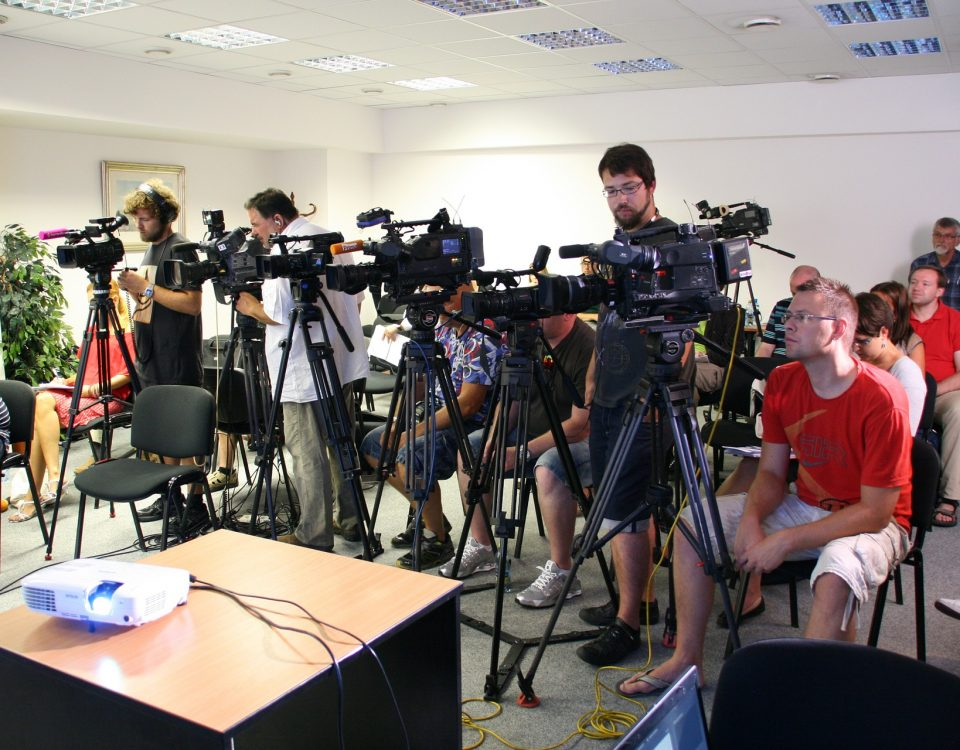 press-conference-1166343_1920