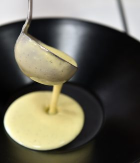 """PHOTO CLAUDE PRIGENT / LE TELEGRAMME. BREST (29) : Concours """" Les recettes des lecteurs du Télégramme """" . Marina Pape de Ploumilliau 22 . Ile flottante vanille et chocolat ."""