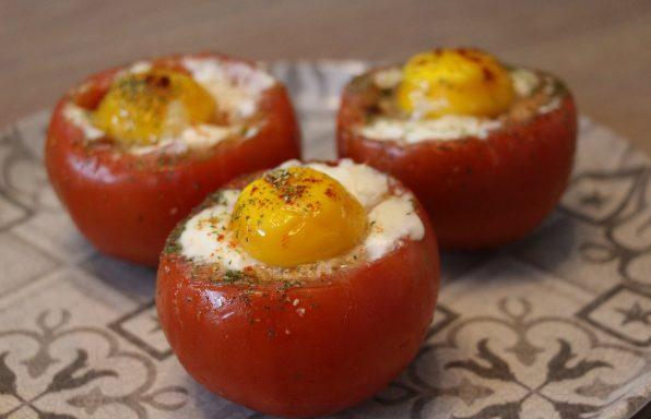 Tomates farcies à l'œuf cocotte