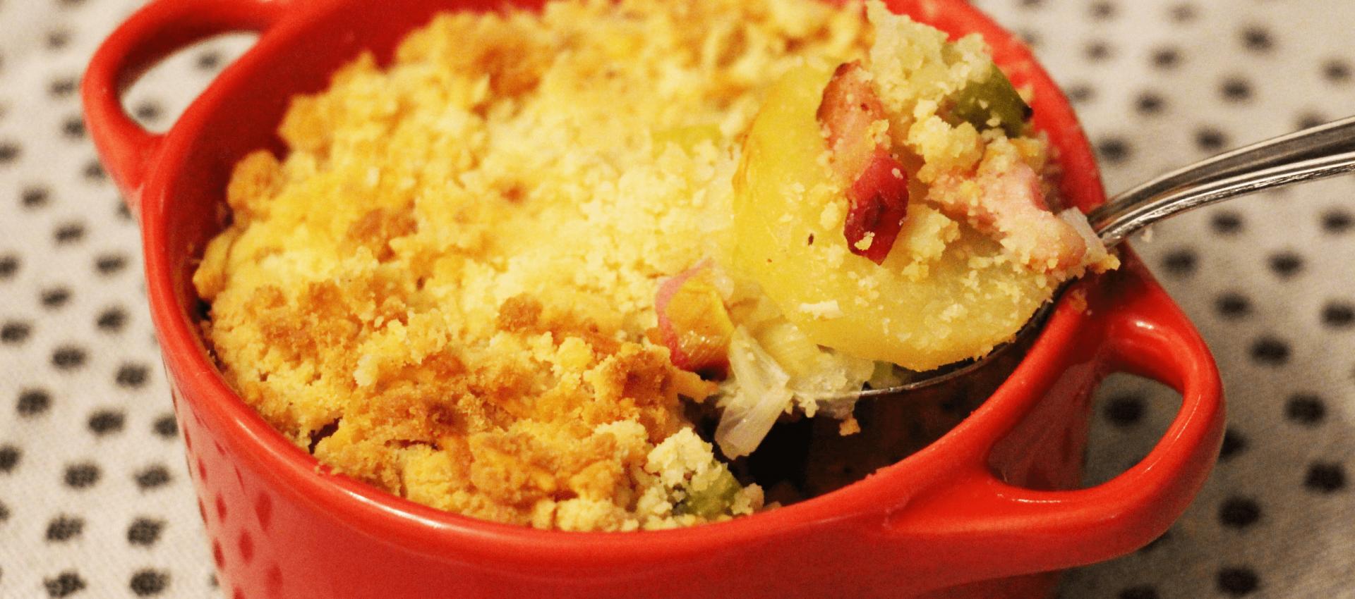 Crumble salé aux pommes de terre, poireaux et lardons