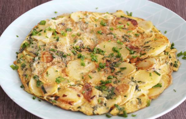 Omelettes-aux-herbes-et-rondelles-de-pommes-de-terre
